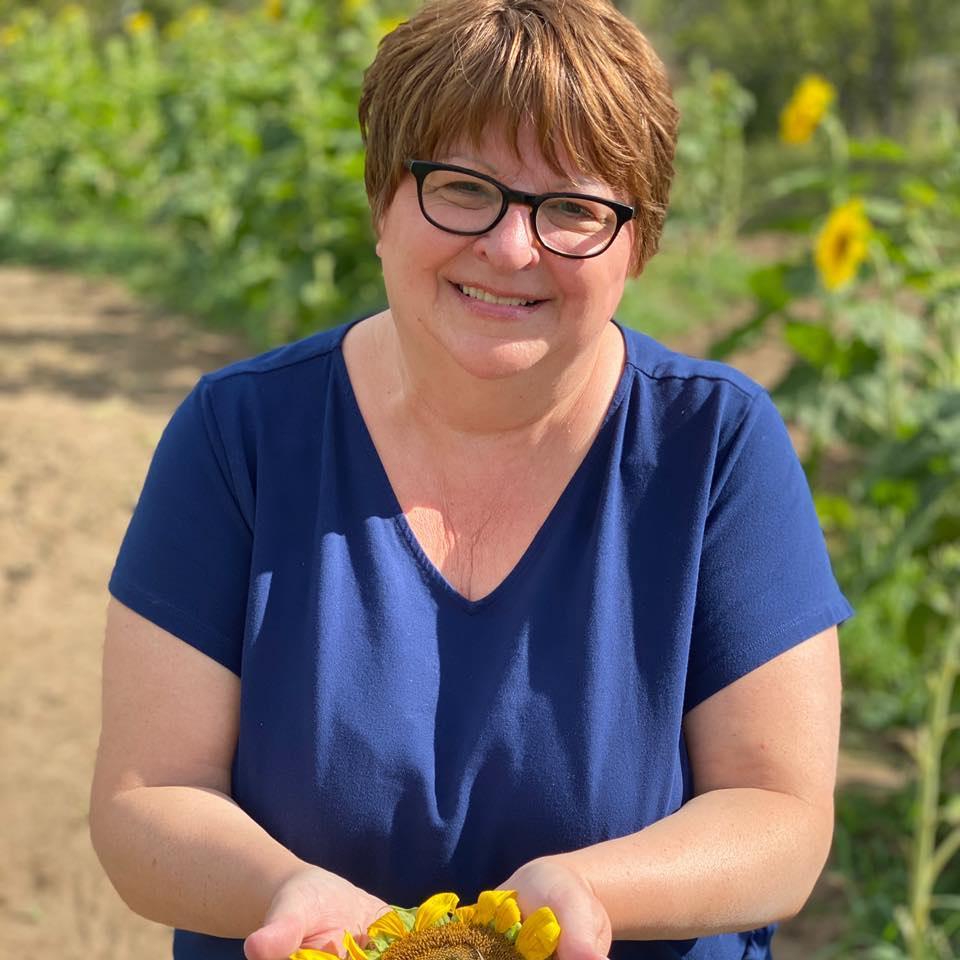 9 4 2020 sue in sunflower field